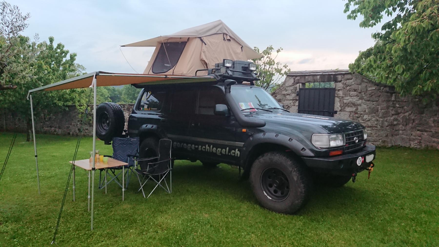 Horntools Dachzelt und Markise von Off-Tech auf einem Toyota Land Cruiser HDJ80
